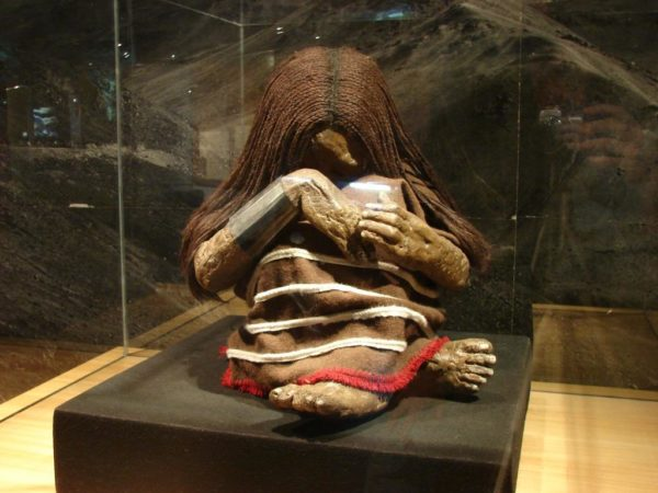 Du culte funéraire des grandes civilisations péruviennes